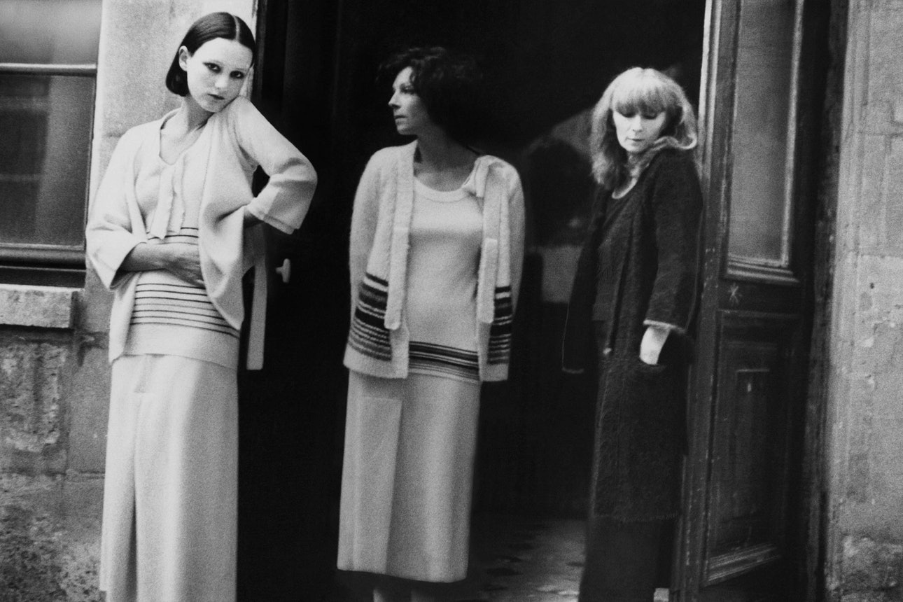 sonia-rykiel-with-friends-regine-deforge-and-isabelle-weingarten-vogue-feb-1975-c2a9-deborah-turbeville-b