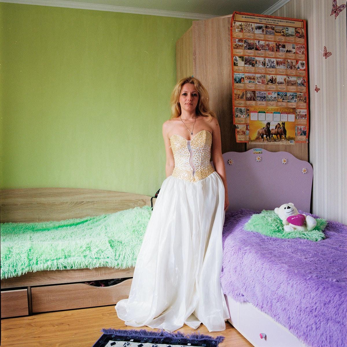 Жена в платье личное бане