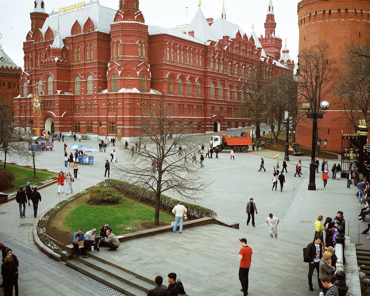 Petr_Antonov_Trees,-cars,-figures-of-people,-assorted-barriers_1