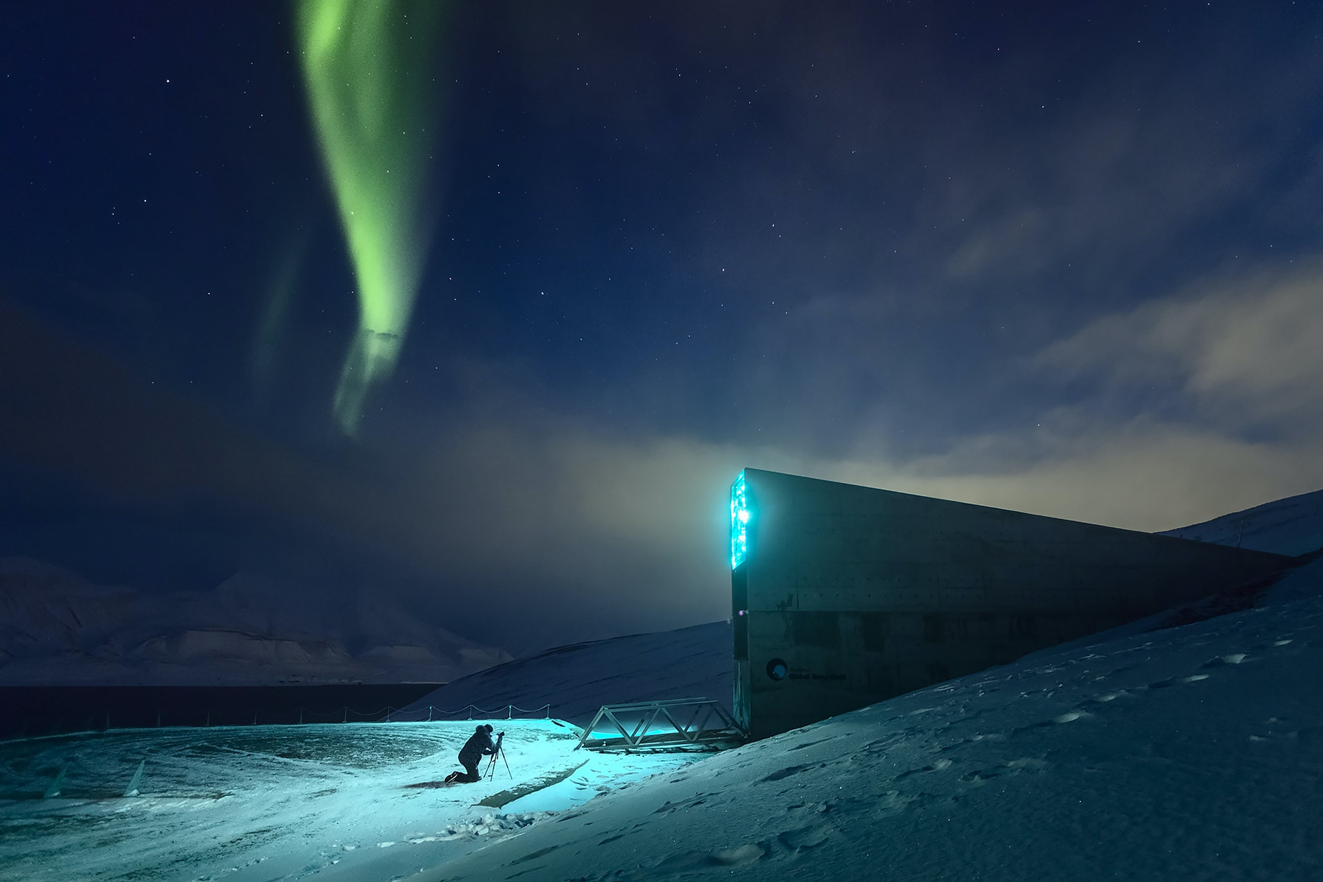 SVALBARD_Longyearbeyn_global_seed_vault_northern_lights_by_Maria_Sahai