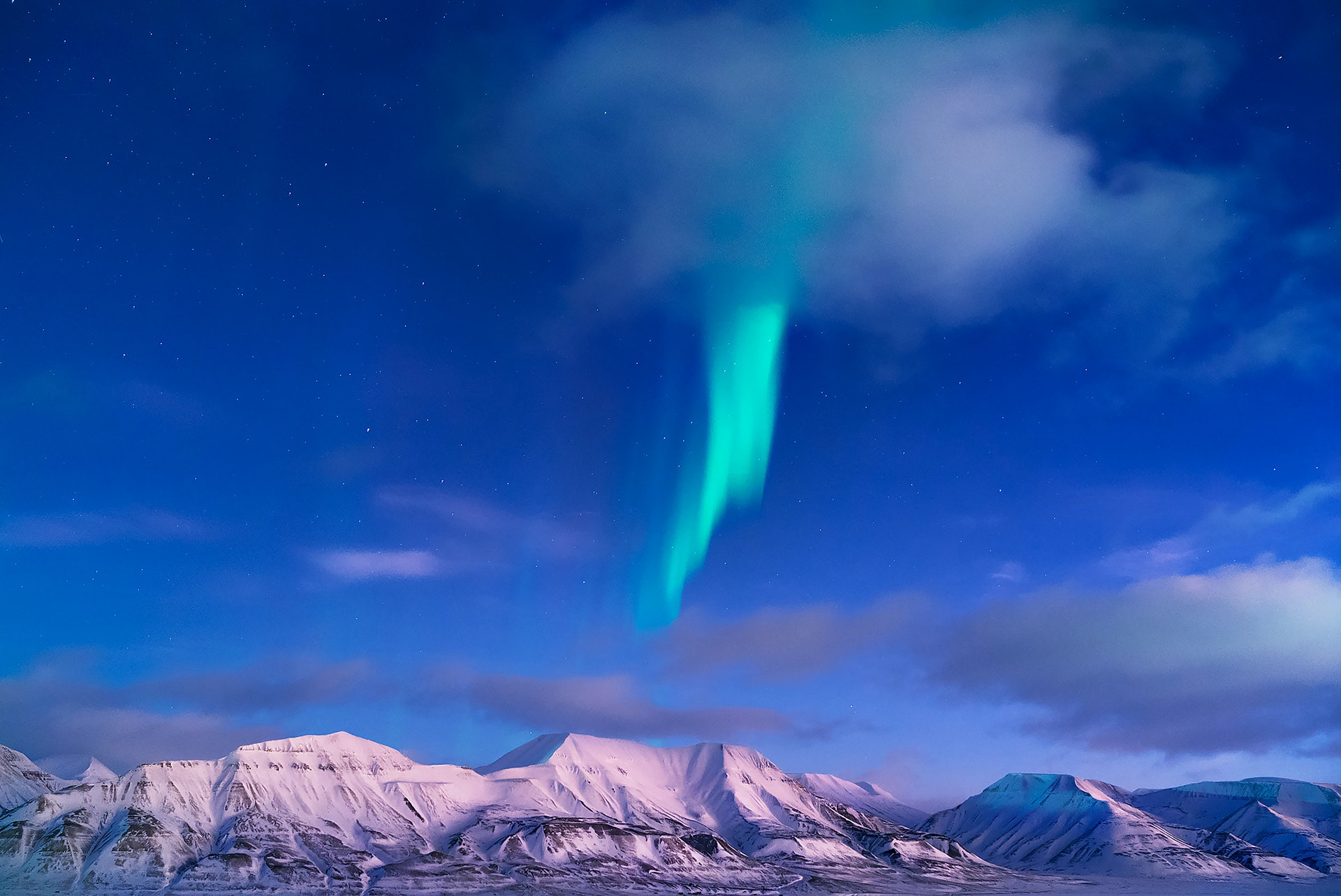 SVALBARD_Longyearbyen_northern_lights_during_polar_night_by_maria_sahai-copy