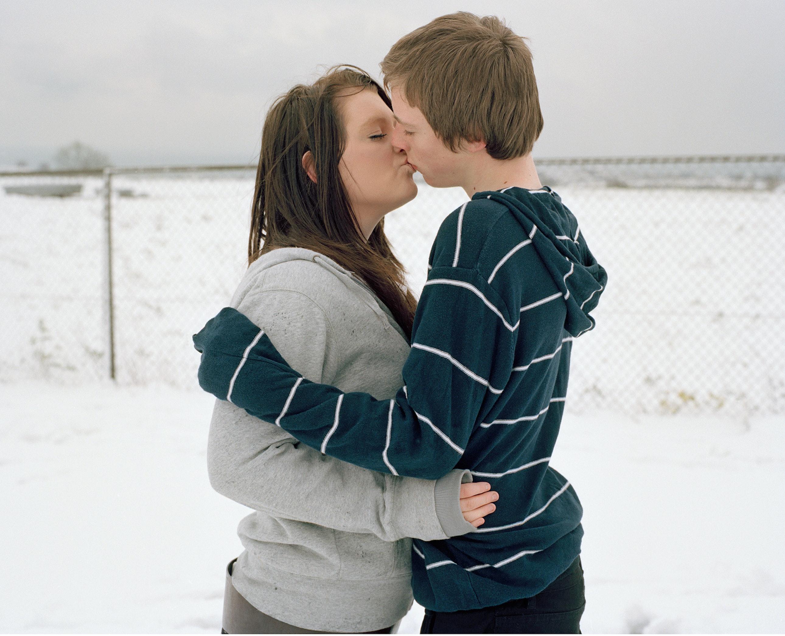 Первая любовь молодой девушки