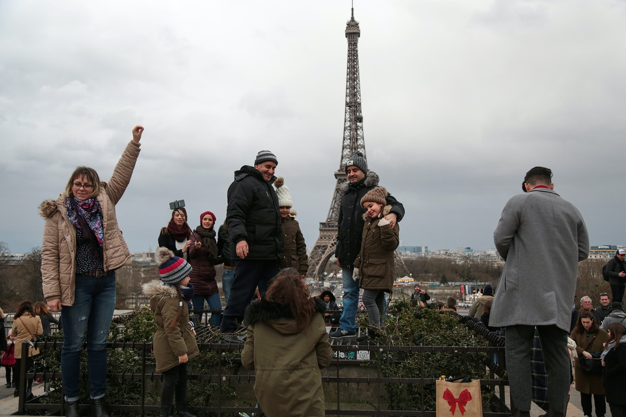tourists_01