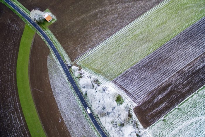 Snow-rain-over-the-fields-on-Christmas-1200x800-e1547472035411