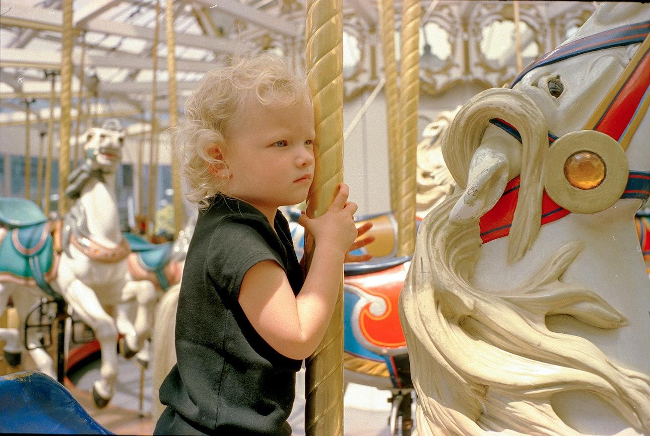 alice-merry-go-round