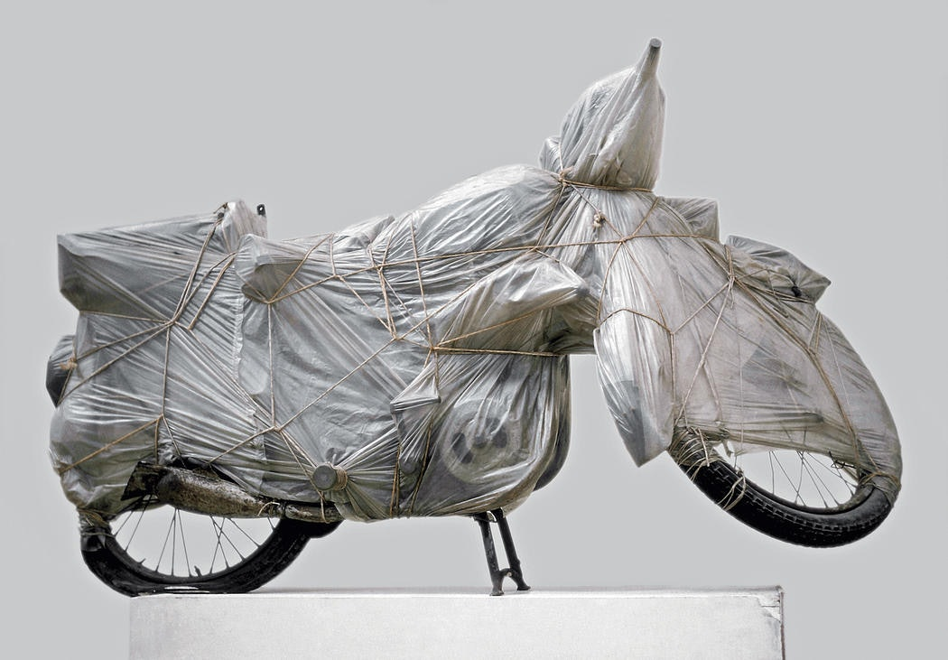 Christo Wrapped Motorcycle 1962 Polyethylene, rope and motorcycle 38 1:4 x 67 x 19 5:8 (97 x 170 x 50 cm) Collection Philippe and Denyse Durand-Ruel, France Photo- Archive © 1962 Christo