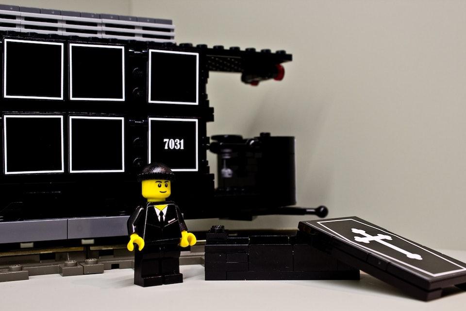 LEGO-Leichentram_resized