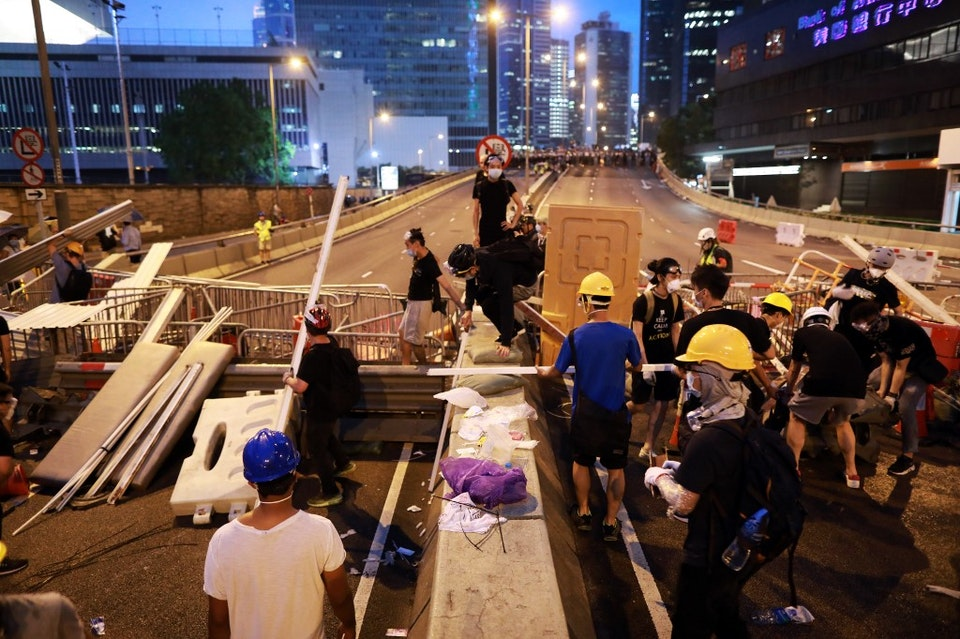 YOUNG PEOPLE BLOCKS ROADS TO PROTEST CHINA EXTRADITION BILL