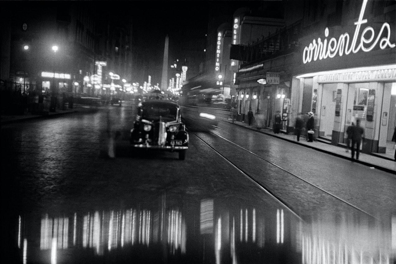 Horacio_Coppola_-_Buenos_Aires_1936_-_Corrientes_y_Uruguay
