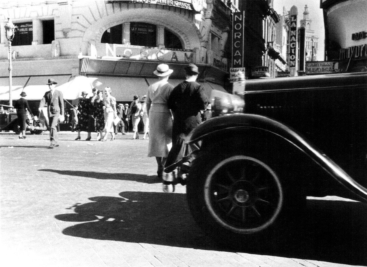 Horacio_Coppola_-_Buenos_Aires_1936_-_Florida_y_Corrientes