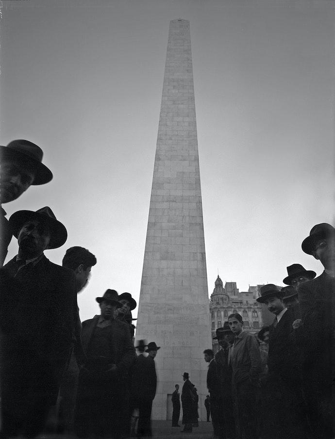 Horacio_Coppola_-_Buenos_Aires_1936_-_Obelisco