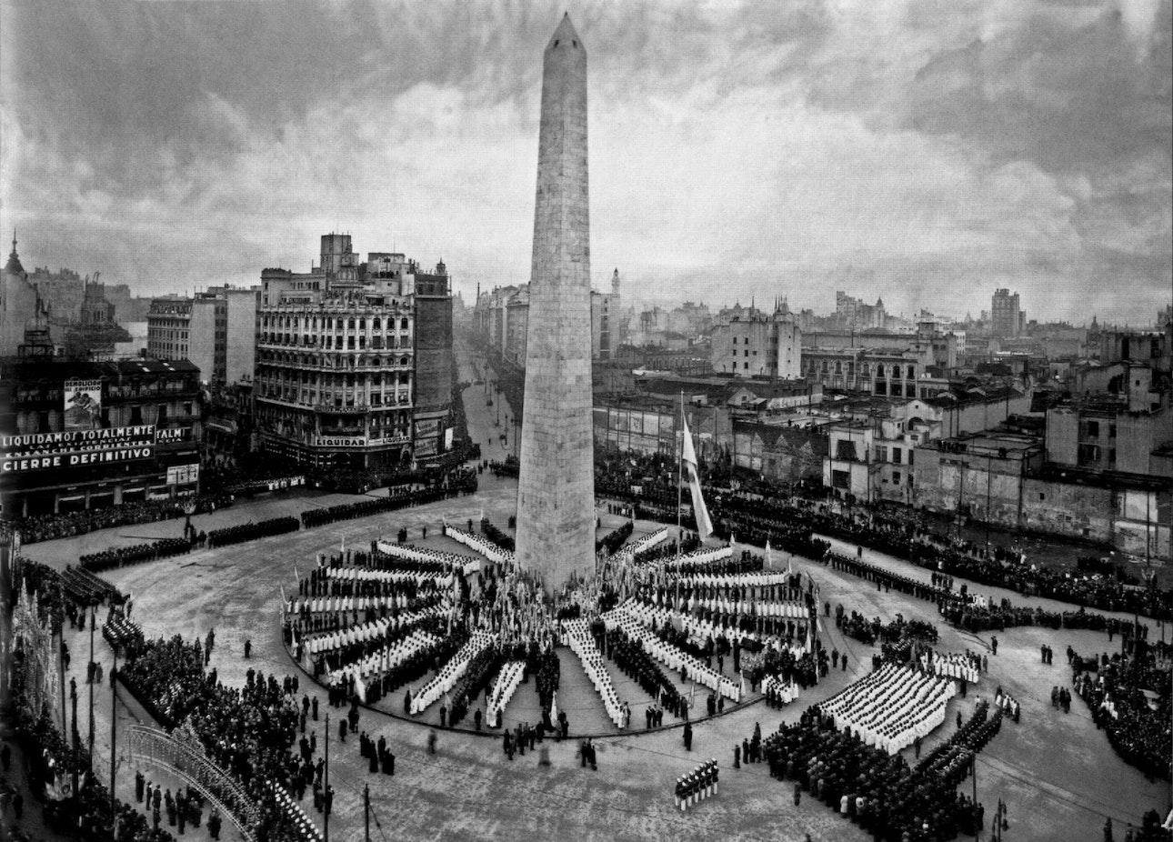 Horacio_Coppola_-_Buenos_Aires_1936_-_Plaza_de_la_República