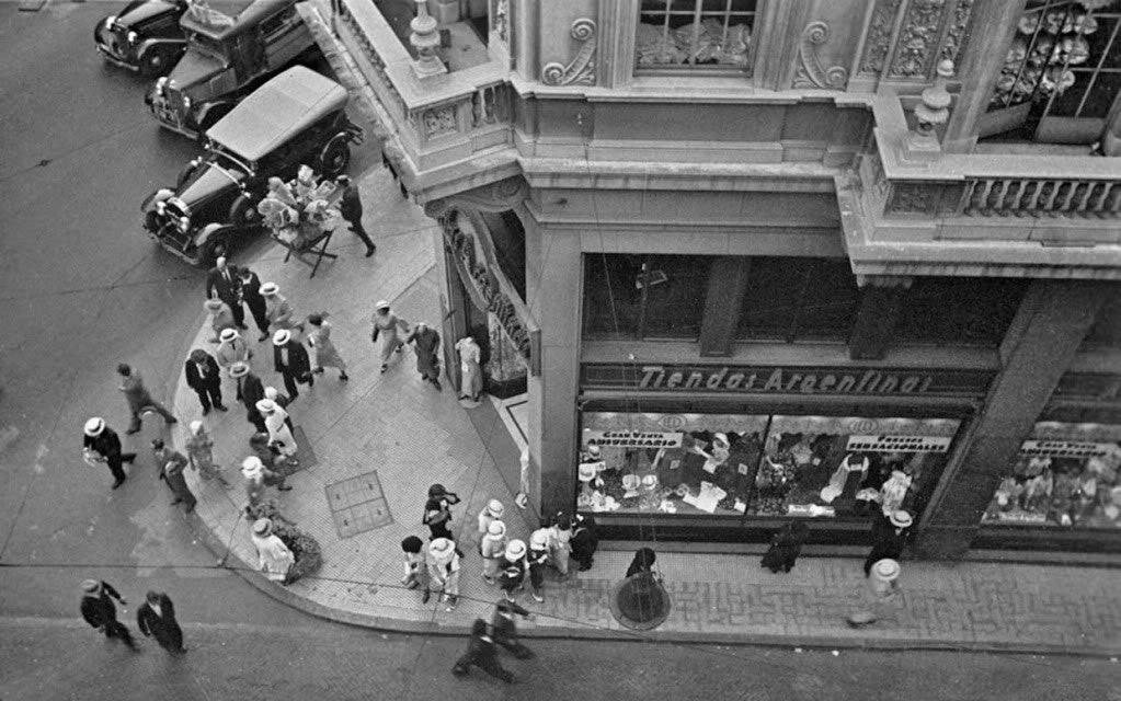 Horacio_Coppola_-_Buenos_Aires_1936_-_Suipacha_y_Diagonal_Norte
