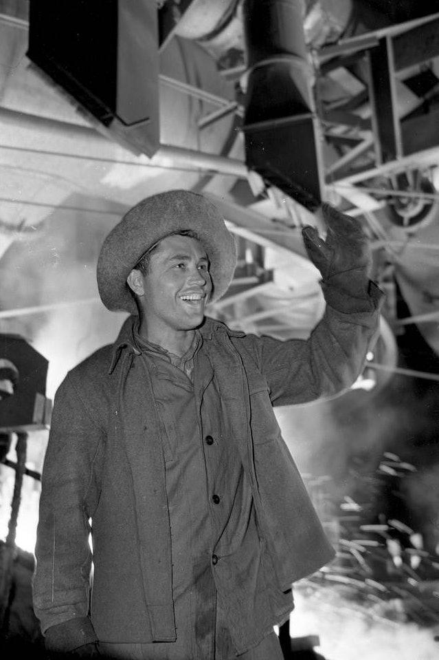 Сталевар-Сталинского-металлургического-завода-Георгий-Строганов_1959_фото-Ирины-Пап