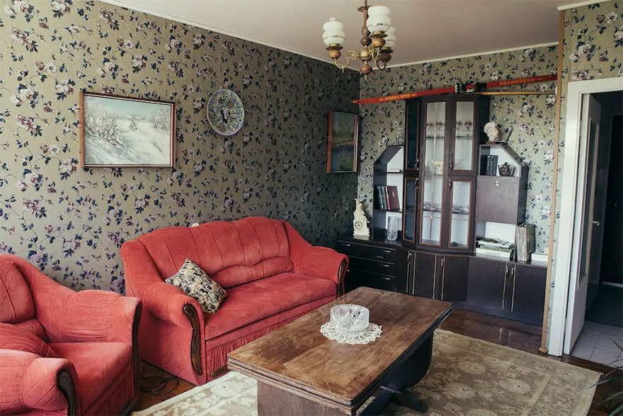 With-my-boyfriend-we-created-this-Soviet-Apartment-inspired-by-HBO-Chernobyl-and-you-can-stay-here-5d24949bdd329__880