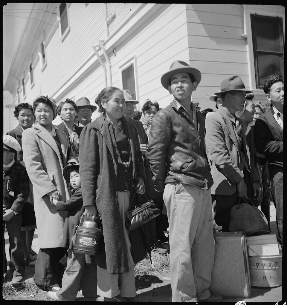 dorothea_lang_Byron,_California._The_moment_has_come_for_these_farm_families_of_Japanese_ancestry_to_board_the_bu_._._._-_NARA_-_537466