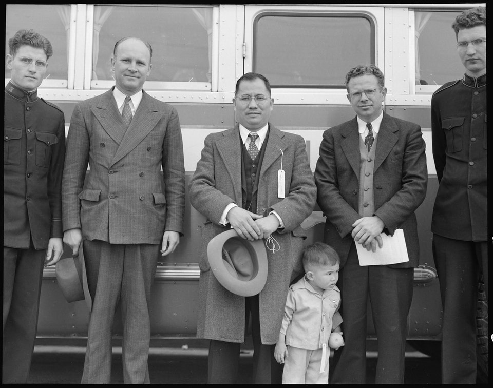 dorothea_lang_Hayward,_California._Members_of_clergy_and_Salvation_Army_bid_farewell_to_evacuee_minister,_Reveren_._._._-_NARA_-_537497