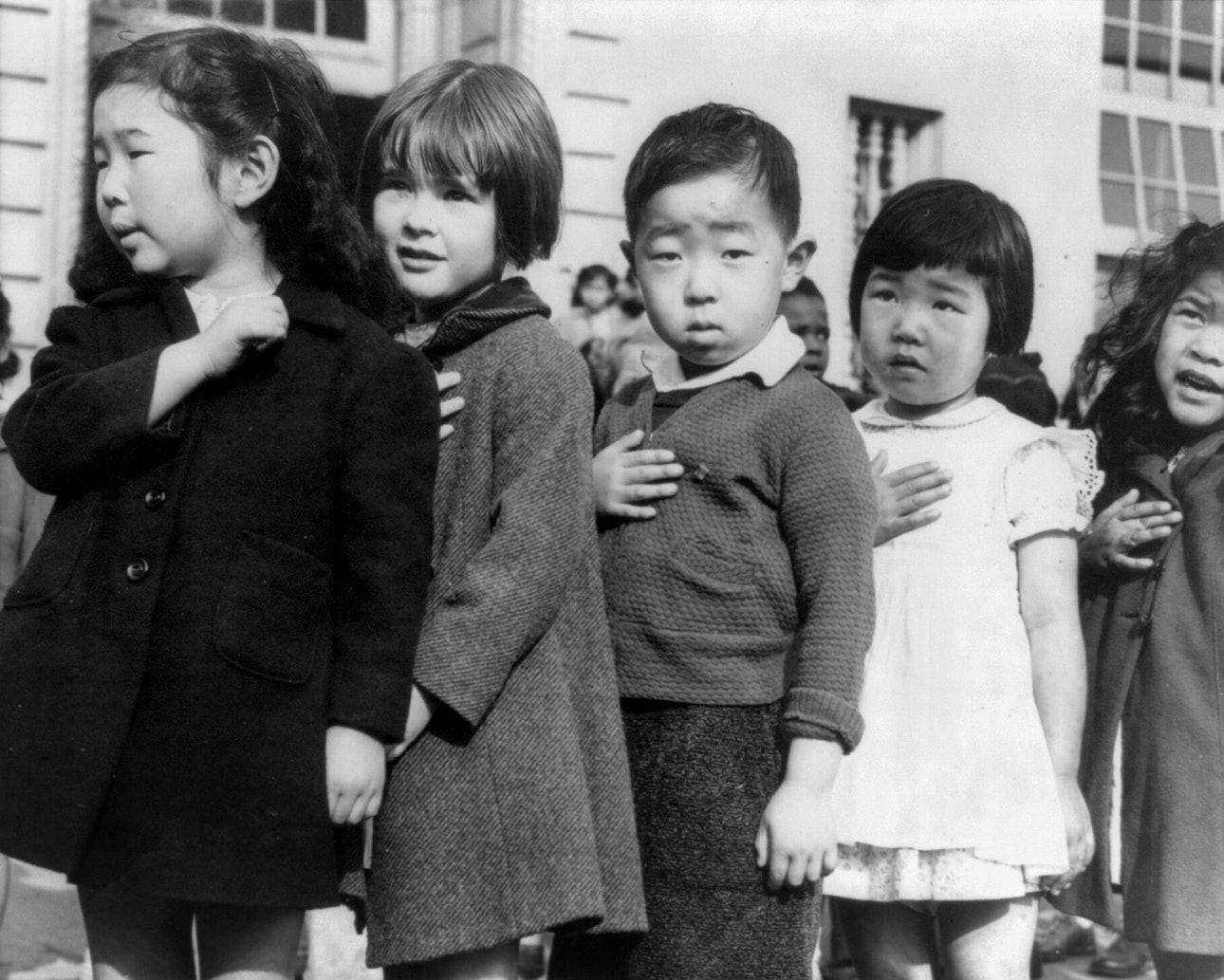 dorothea_lang_JapaneseAmericansChildrenPledgingAllegiance1942-2