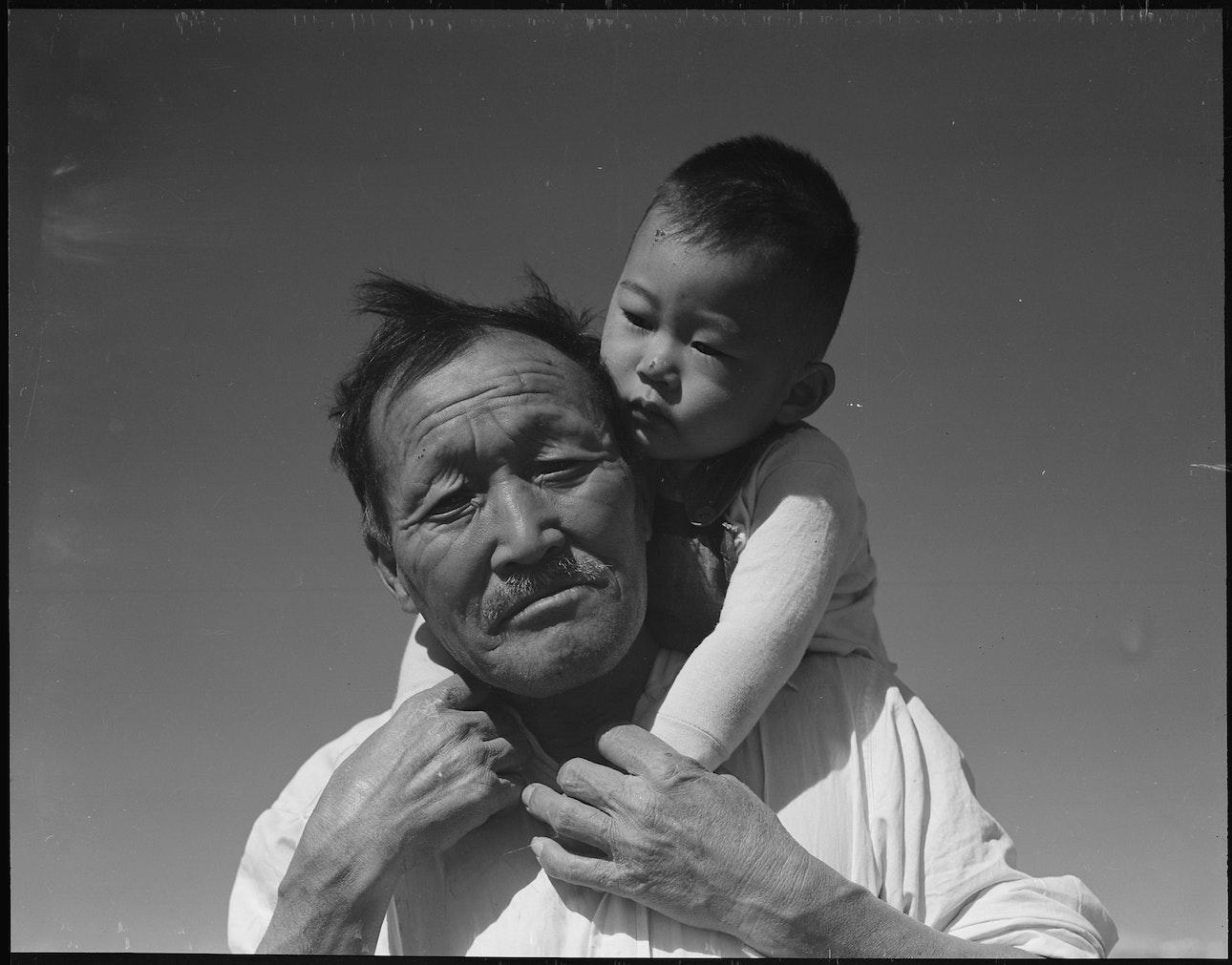 dorothea_lang_Manzanar_Relocation_Center,_Manzanar,_California._Grandfather_and_grandson_of_Japanese_ancestry_at_._._._-_NARA_-_537994