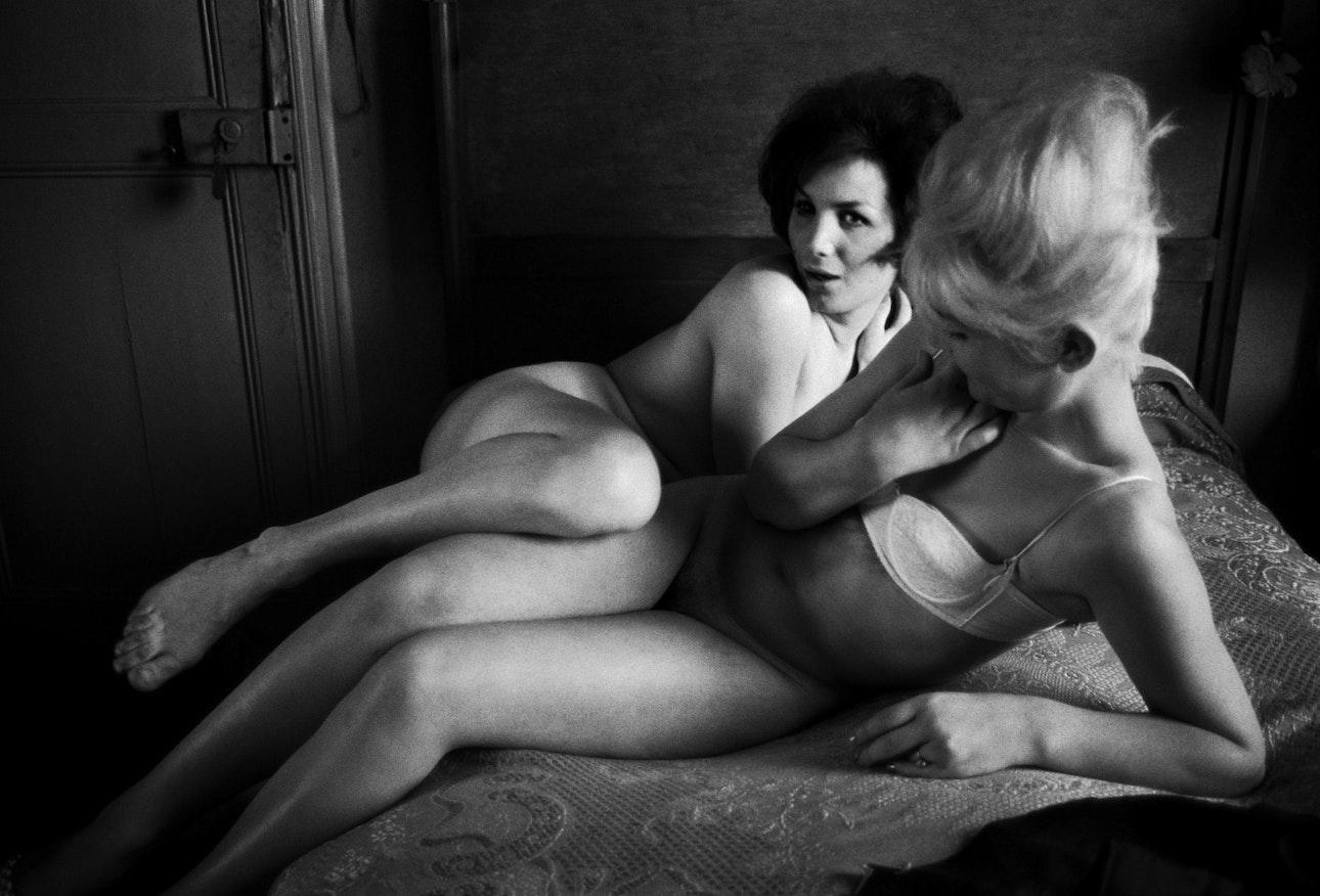 Suzannah and Sylvia, BVS 0797 Les Amies de Place Blanche Hotel Pierrots 1962
