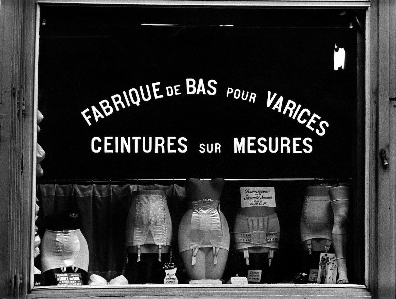 Title- BVS 0940 Les Amies de Place Blanche Paris 1949