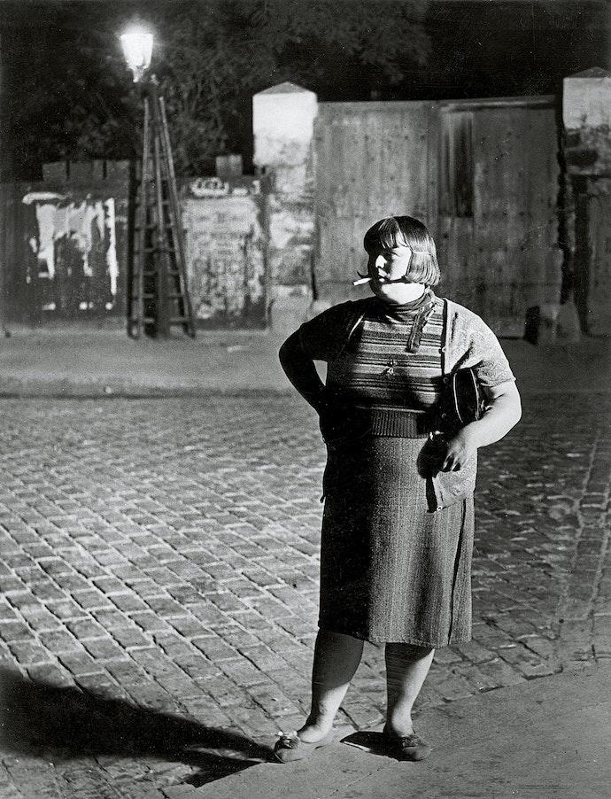 Streetwalker near Place d Italie 1932 c Estate Brassai Succession Paris копия