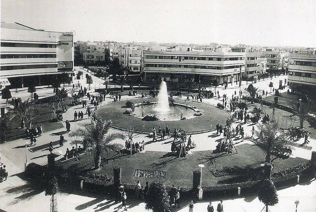 1024px-Zina_Dizengoff_Circle_in_the_1940s