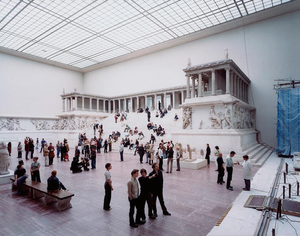 Pergamon Museum 1, Berlin 2001 Chromogenic print 197.4 x 248.6 cm © Thomas Struth