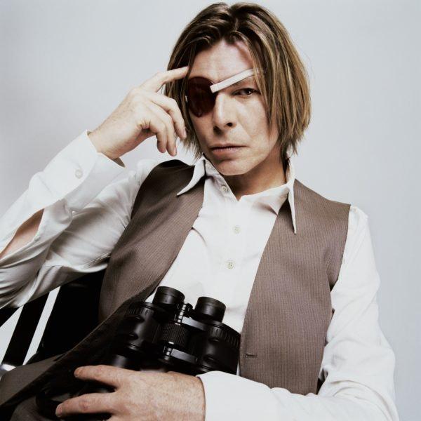 BOWIE-Holding-Binoculars-NYC-2002cMickRock-copy-600x600