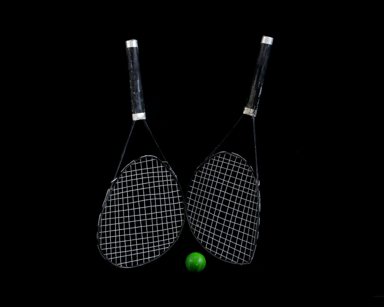 Kurt TONG_tennis_rackets_and_ball
