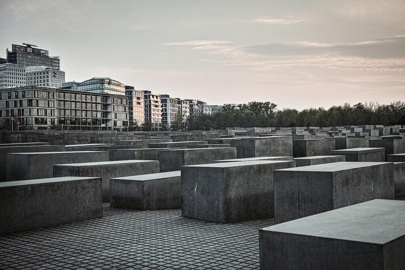 Stelenfeld_holocaust_memorials_world_berlin