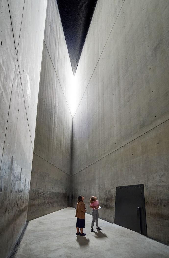 2_holocaust_memorials_world_yad_vashem