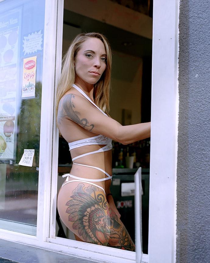 IsabelHartmann_BirdinFlight8_bikini_barista