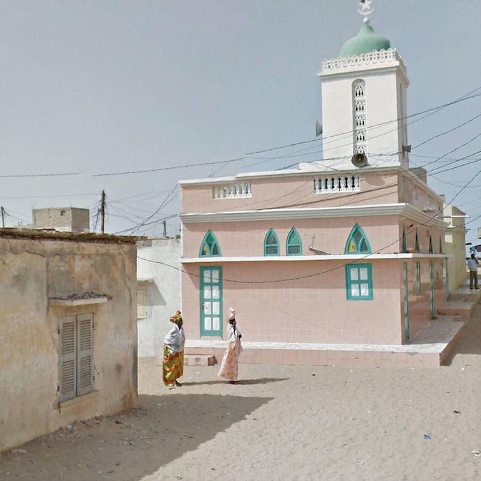 Ladies outside Mosque_Senegal_agoraphobia