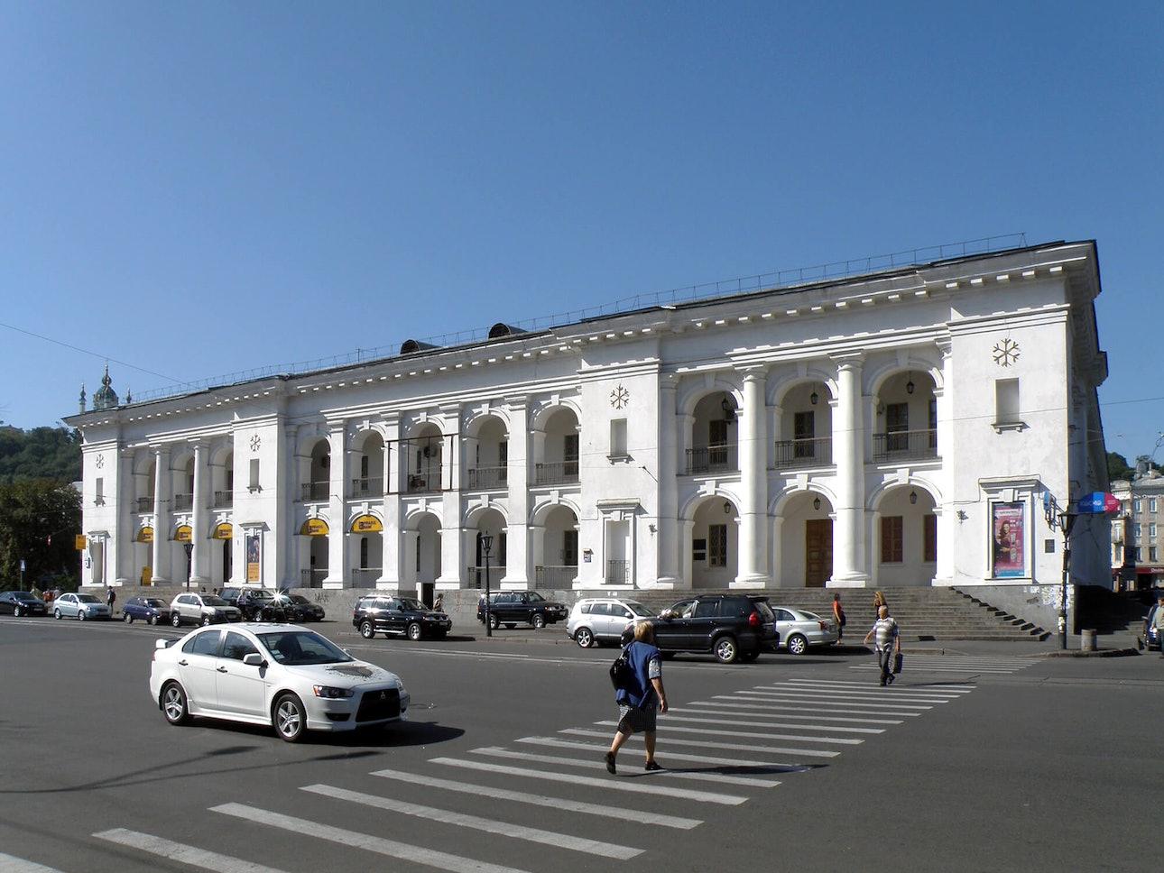 P8260155 Гостиный двор, Контрактовая пл., 4 (1828,1982)