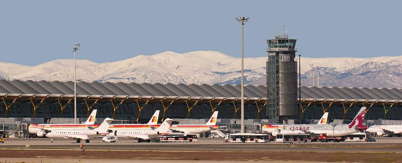 Terminal_T-4_Madrid_-_Barajas_Airport_(8520153689)b