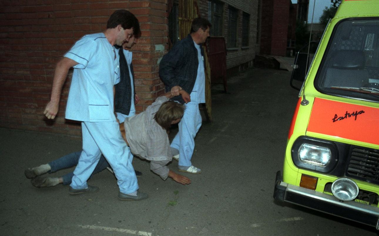 Lugansk 1994-9086_ambulance_chekmenev