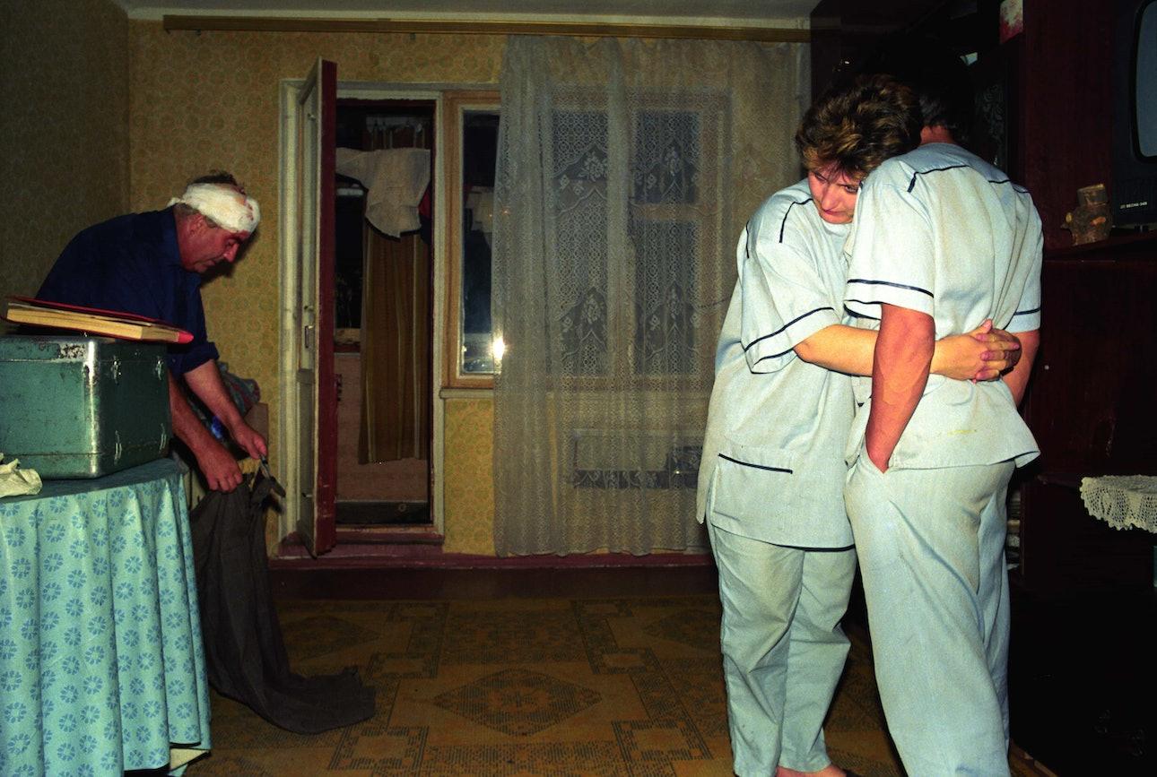 Lugansk-1995-143_ambulance_chekmenev