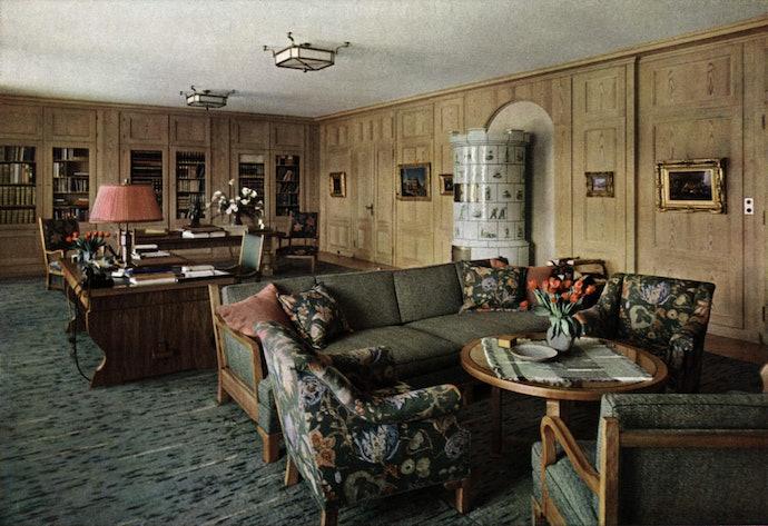 AKG192284_hitler_at_home