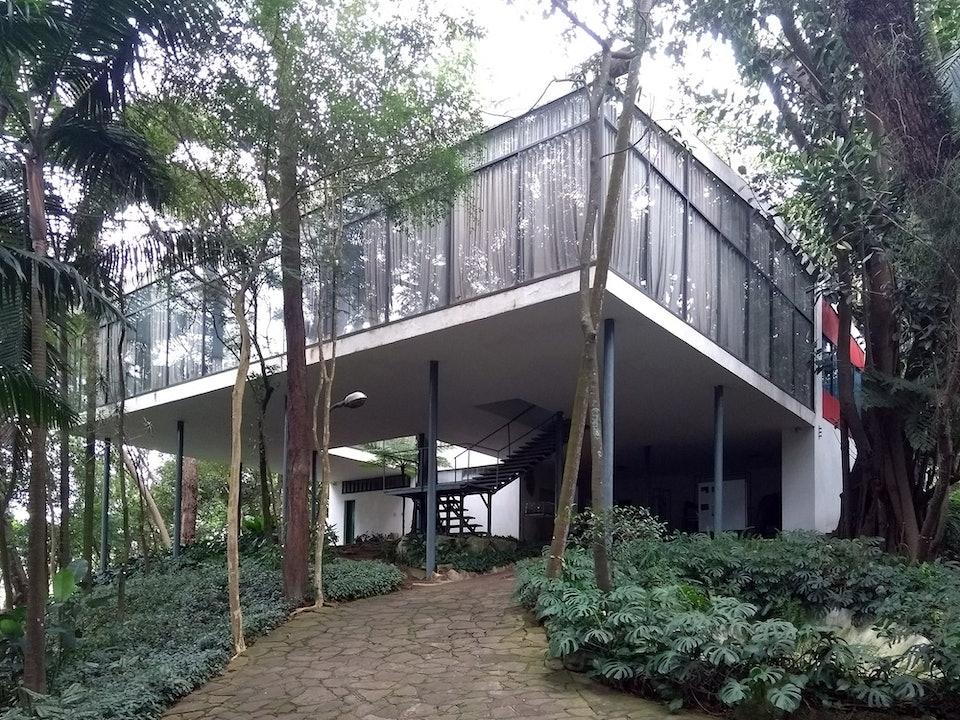 Casa_de_Vidro_-_Instituto_Bardi_LeoINN_wikimedia_commons