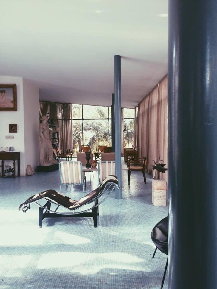 Interior_Casa_de_Vidro,_Lina_Bo_Bardi_Carolina Carvalho_wikimedia_commons