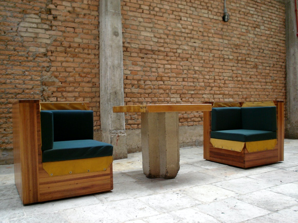Lina_Bo_Bardi_furniture_for_SESC_Pompéia_paulisson miura_wikimedia_commons