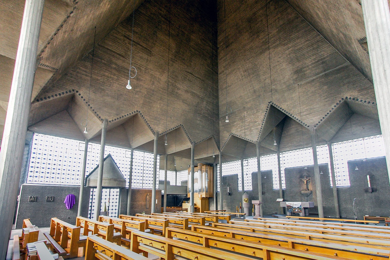 Интерьер церкви Святого Праздника Тела Христова в Кельне. Готтфрид бём