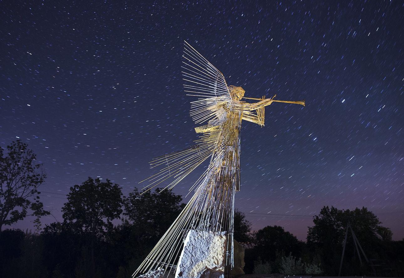 Скульптура «Ангел-трубач», Чернобыль, Украина, Сяо Янг, Xiao Yang Eternal monuments in the dark