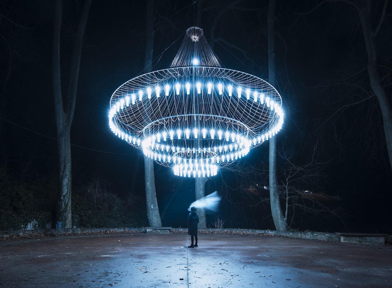 Инсталляция в городе Олот, Испания, фотограф Сяо Янг, Xiao Yang Eternal monuments in the dark
