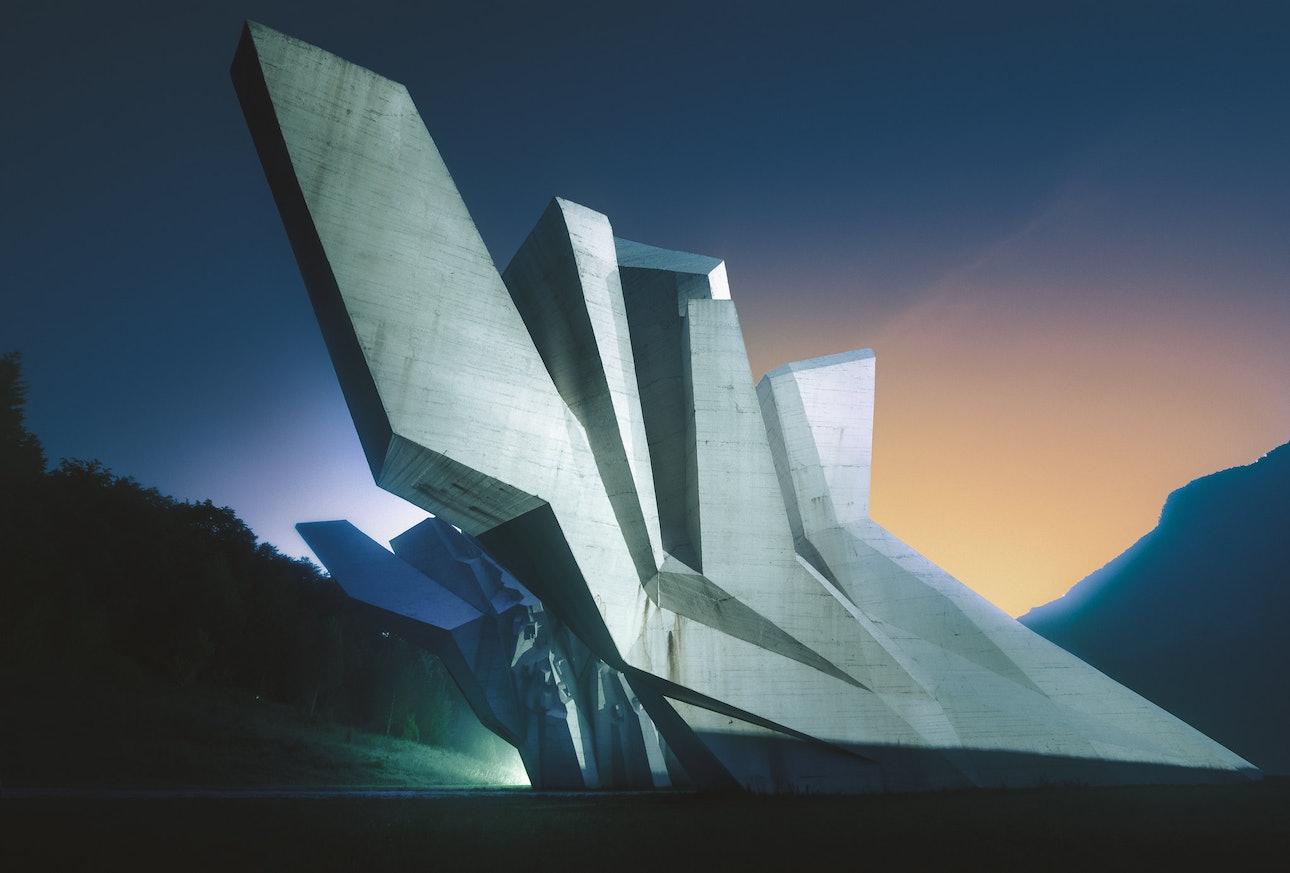 Военный мемориал в Тьентиште, Босния и Герцеговина, фотограф Сяо Янг, Xiao Yang Eternal monuments in the dark