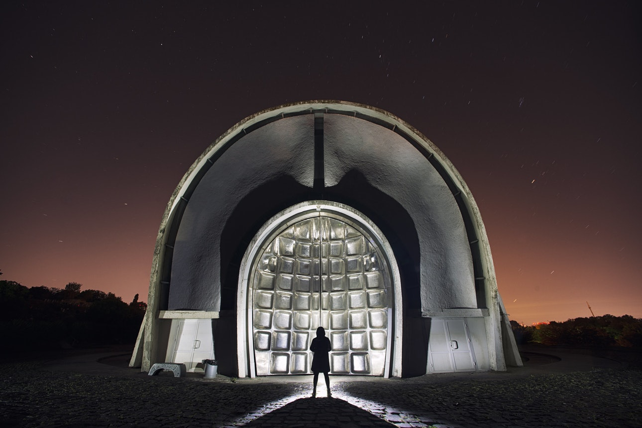 Крематорий, Киев, Украина, Сяо Янг, Xiao Yang Eternal monuments in the dark