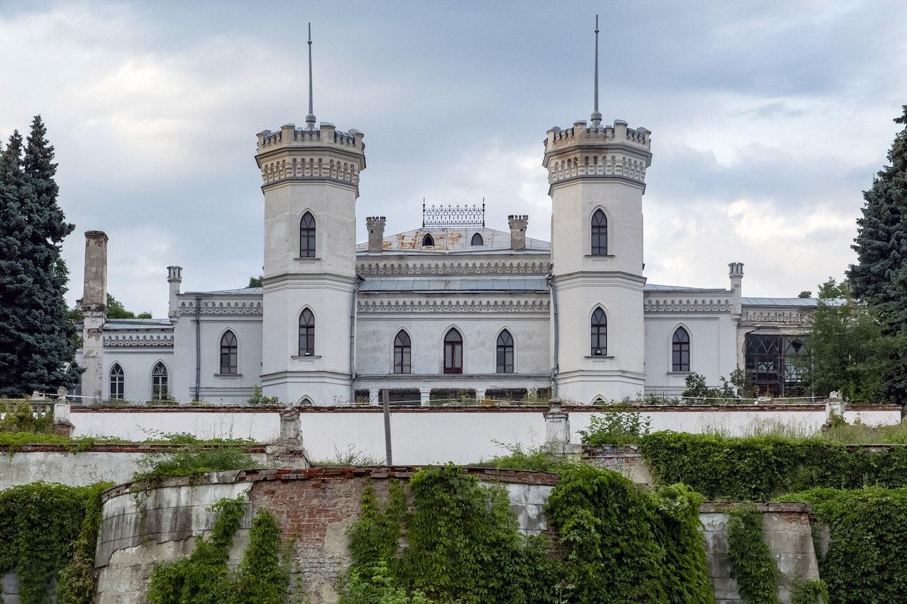 Палацово-парковий комплекс «Шарівський» (садиба Леопольда Кеніга) куди поїхати на вихідні