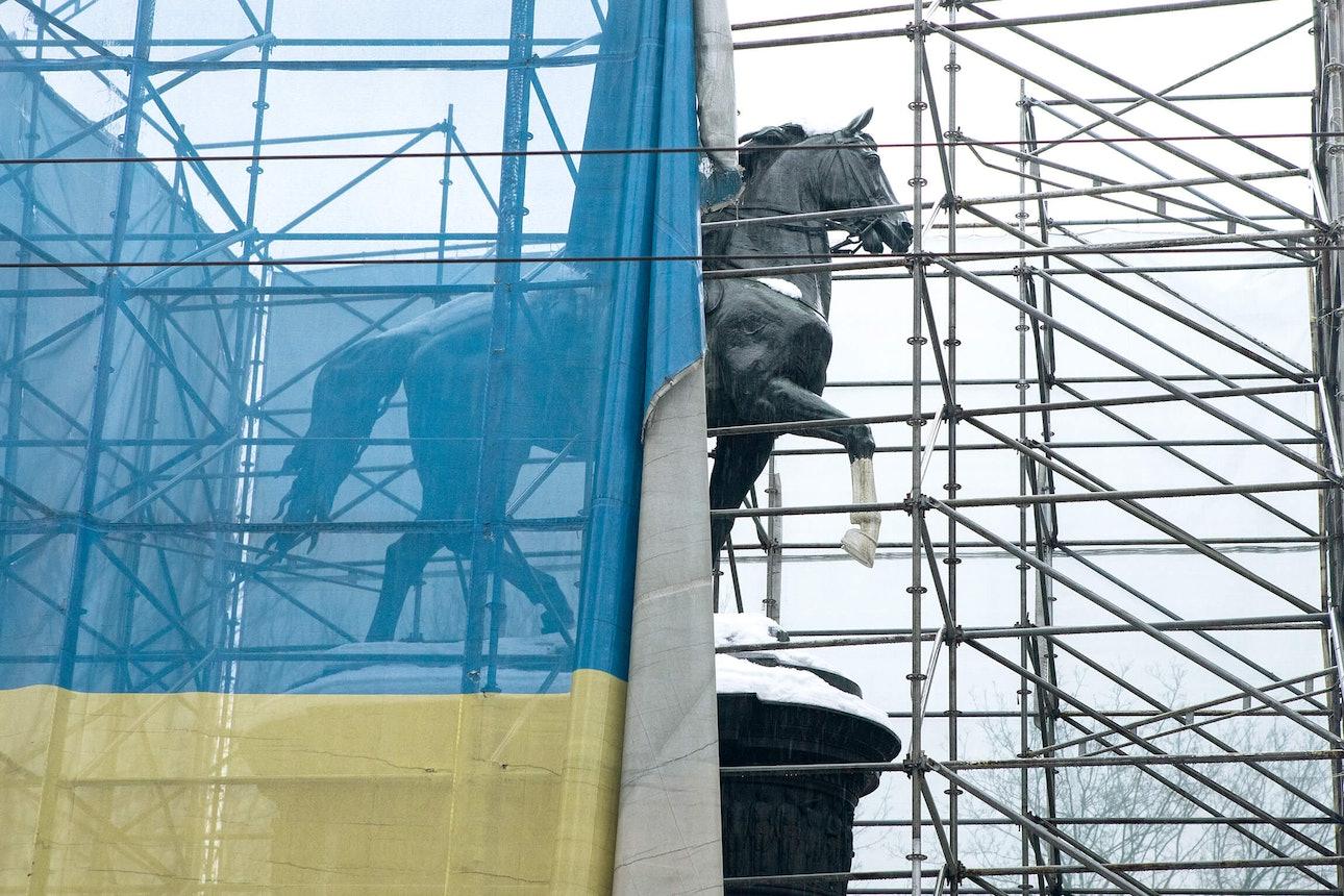 Евгений Никифоров «О памятниках республики»