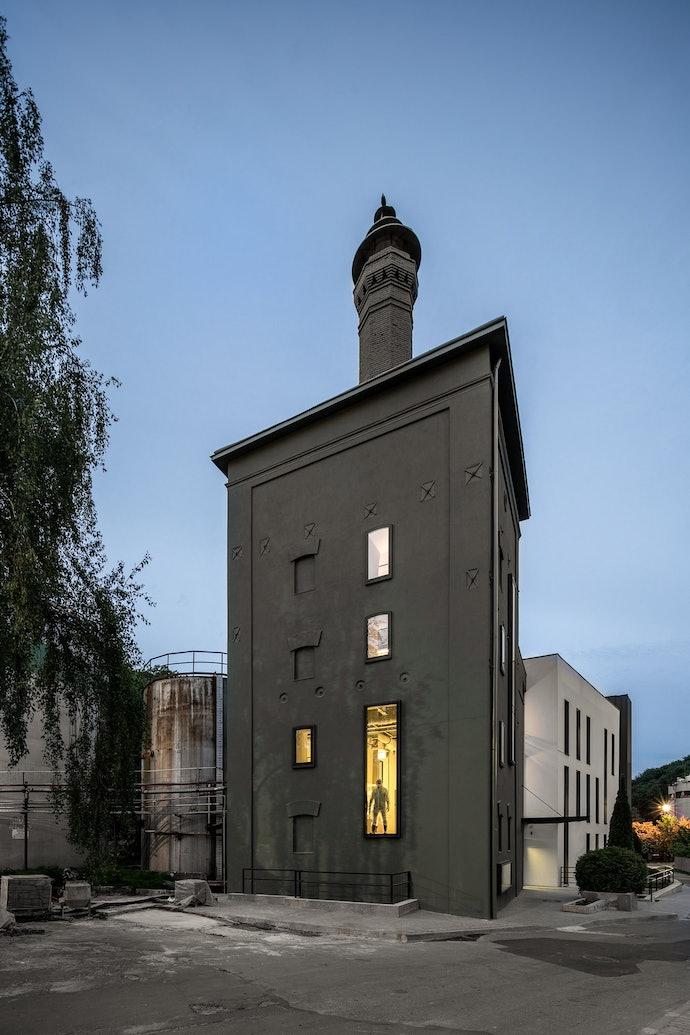 Реновация реновация здания на заводе «Энзим». Архитекторы: Replus bureau. Фото: Андрей Безуглов